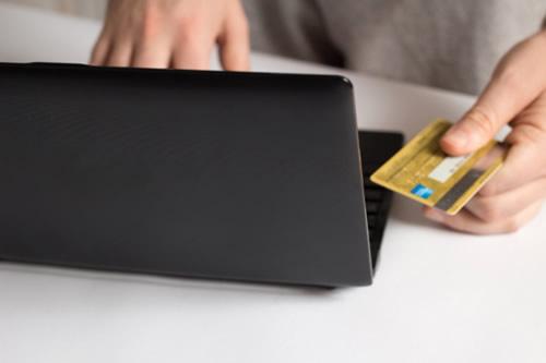 カードとパソコン